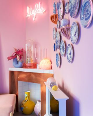 The days are getting shorter and although I love spending the days outside in our garden, I'm looking forward to watching movies and listening to music in our pink room again. 87 days until Christmas, dear friends. 🍂🌲